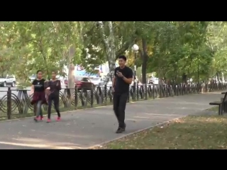 Как казахстанцы реагируют на попытки гея подкатить видео