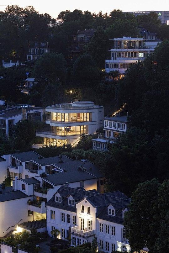 Архитектурный павильон, построенный в Гамбурге неподалеку от