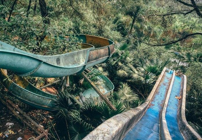 Во власти природы: покинутый аквапарк, пришедший в