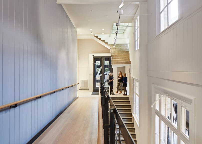 Hudson Architects installs decorative staircase inside new