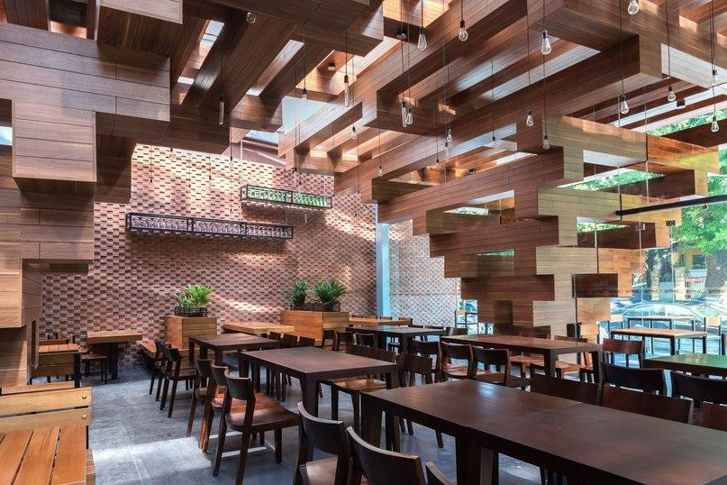 Расположенный в центре Ханоя, ресторан Cheering во