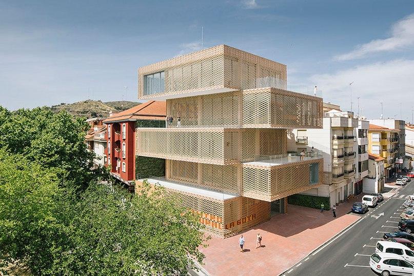 Losada garcia arquitectos completes checkered la gota