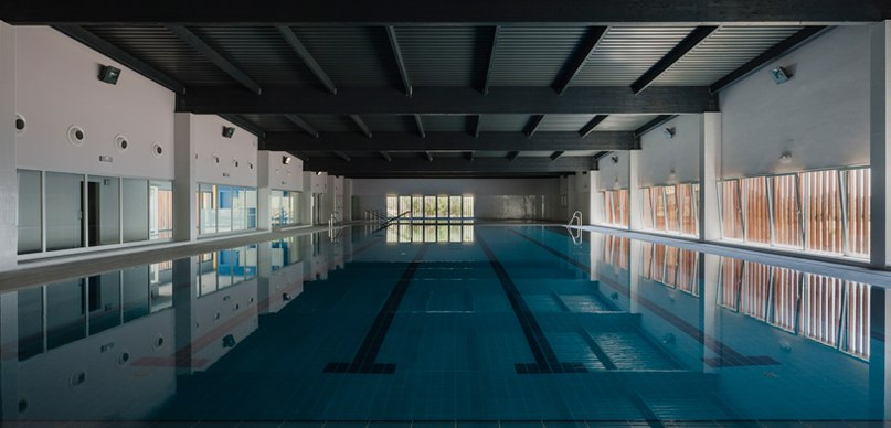 Indoor swimming pool in seville by fernando