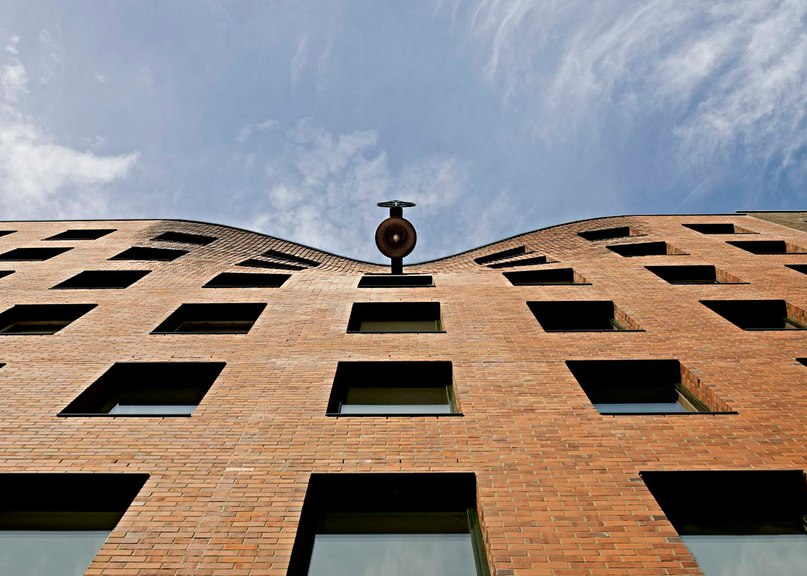 Wandel Lorch completes chapel with bulging brickwork