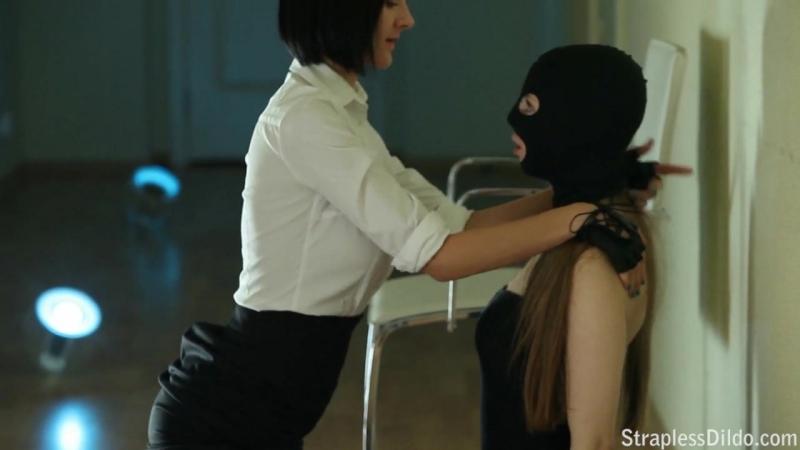 Госпожа насилует рабыню страпоном порно straplessdildo бдсм унижение подчинение красивое лесбиянки bdsm доминирование femdom цп