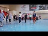 ХАЛИ ГАЛИ В СЫКТЫВКАРЕ ГРУППА ШАНХАЙ НОВИЧКИ Танцующие люди