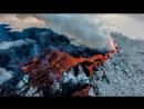 Извержение вулкана Питон-де-ла-Фурнез с воздуха и вблизи.