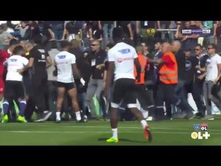 Фанаты Бастия напали на игроков Лиона прямо на поле