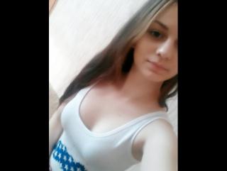 скромная девочка показывает свою грудь на веб камеру, школьница | красивая девушка