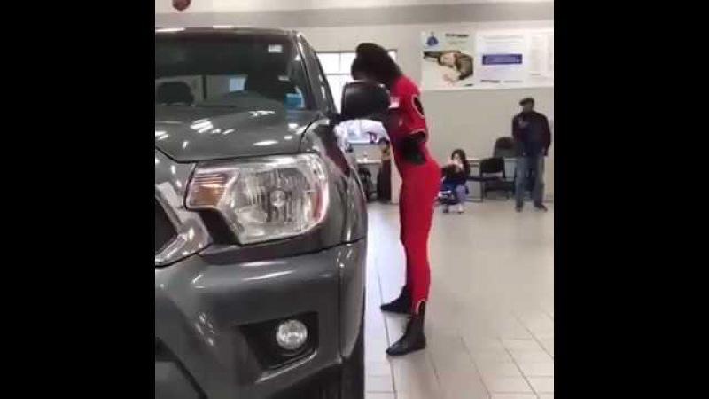 Araç Altından Kadın Süper Geçiyor