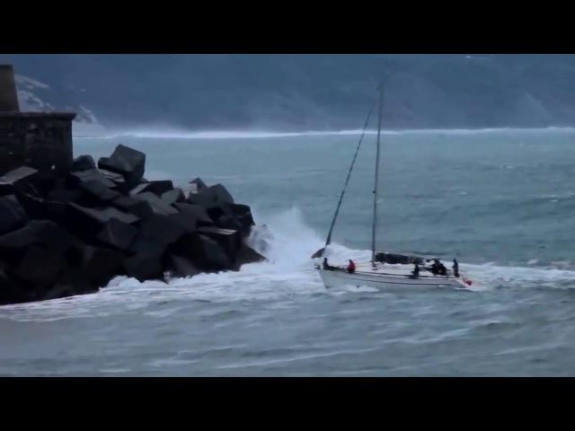 Die Yacht fährt auf den Hafen zu Was dann passiert damit rechnet niemand