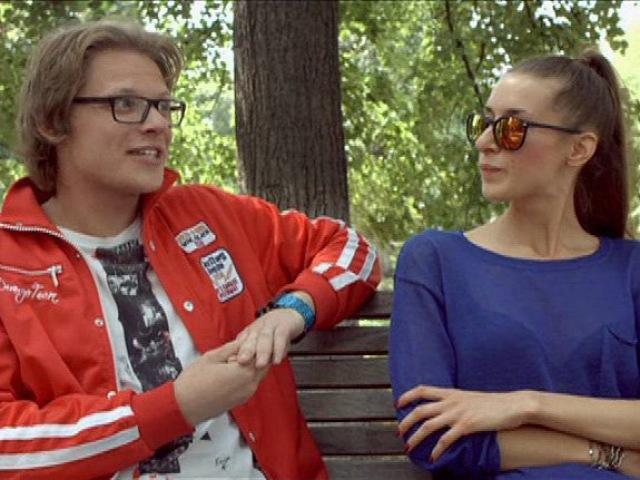 Богач-бедняк: Москва. Парк Красная Пресня. Денис из сериала Богач-бедняк смотрет ...