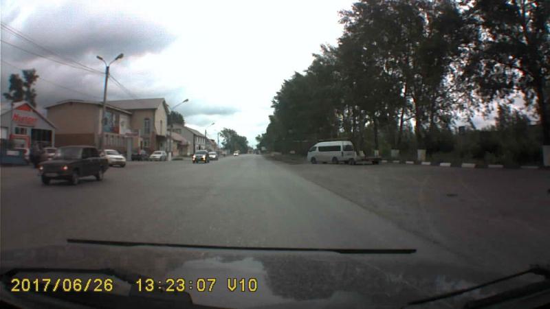 Третьим рядом на красный светофор