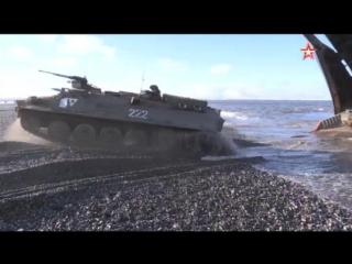 Эффектные кадры высадки с «боем» арктических мотострелков на острове Котельный