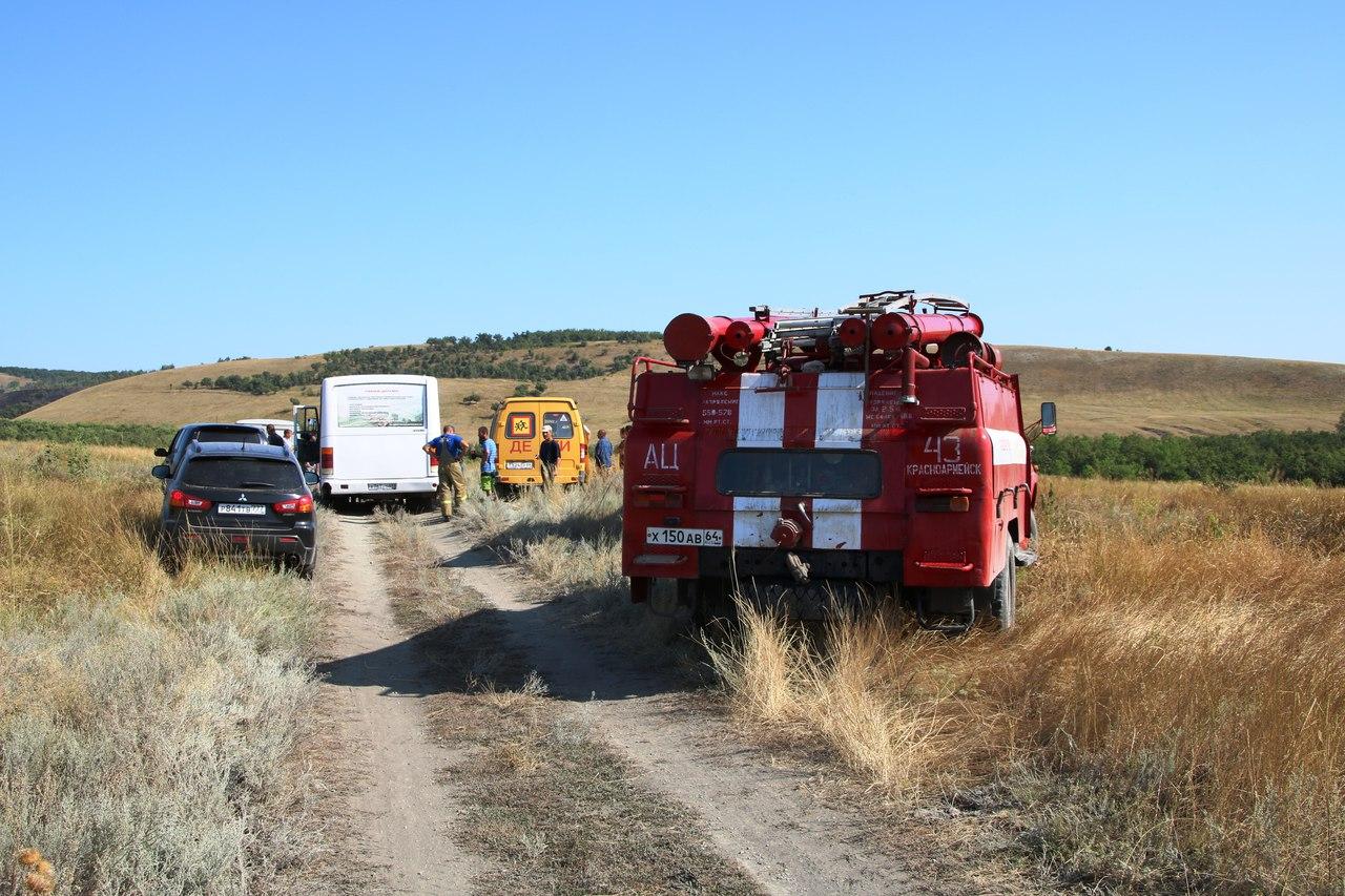 Добровольцы, прибывшие на помощь пожарным
