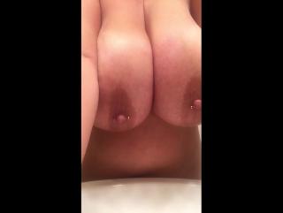 Нереально большие сочные сиськи моей соседки по паркингу , plus size , chubby girl big tits , curvy , BBW