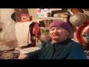 80-летняя бабушка из Омска живет в центре города среди дорогих высоток в избушке, наполовину ушедшей в землю