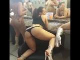 Kinky Ass | секс видео мама заставила дочь лизать