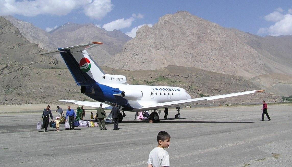 «Таджик Эйру» поручили возобновить авиасообщение между Душанбе и Хорогом