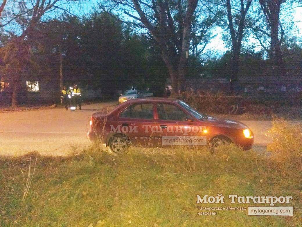 В Таганроге под колеса Hyundai Accent угодил 9-летний школьник, перебегавший дорогу в неустановленном месте