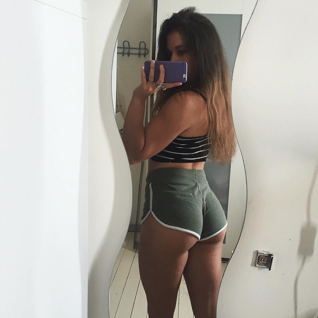 Black booty in thongs video