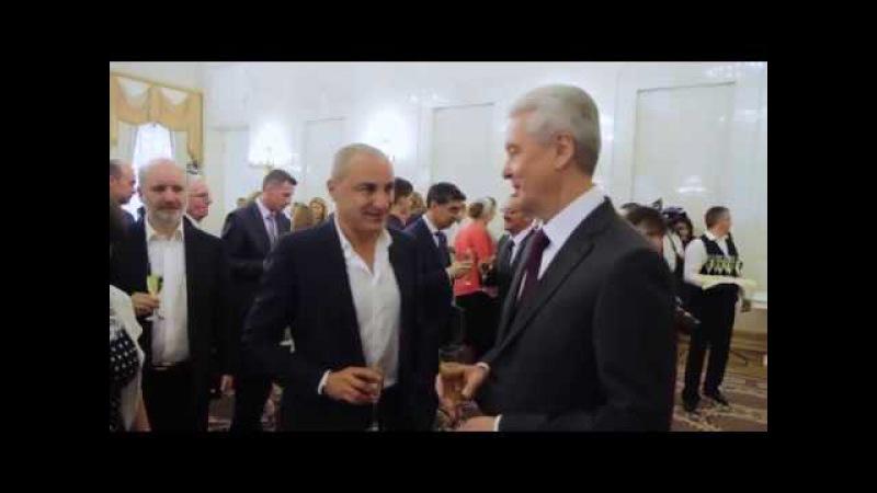 Собянин вручил Турецкому Знак отличия за безупречную службу Москве