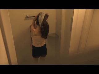 Переодевающихся девушек незаметно засняли на видео