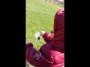 Юный тренер футбольной команды Металлург Даёт наставления как нужно играть, на выезде, болеет за папочку)