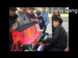 Когда знаменитые пианисты начинают играть на улице