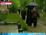 Путин возложил цветы к могилам государственников  Деникина, Ильина, Солженицына (24.05.2009)