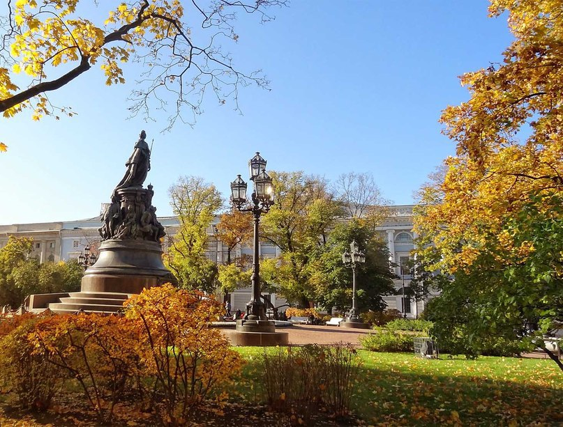Санкт-Петербург в осеннем убранстве