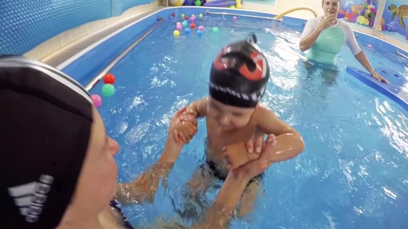 Центр семейного плавания АкваKid Подводная съемка Роберт 2 года 2 месяца