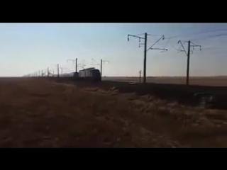 Поезд с расцепленными вагонами