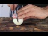 Как нарезать лук кольцами. [WeeklyFood.ru]