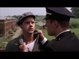Побег из Шоушенка. Эндрю дает ценный совет на крыше фабрики