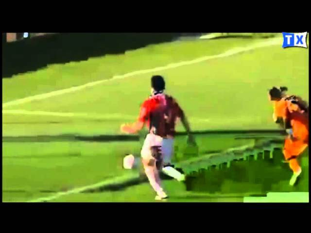 INCRÍVEL Goleiro Castilho do Peñarol toma 3 frang