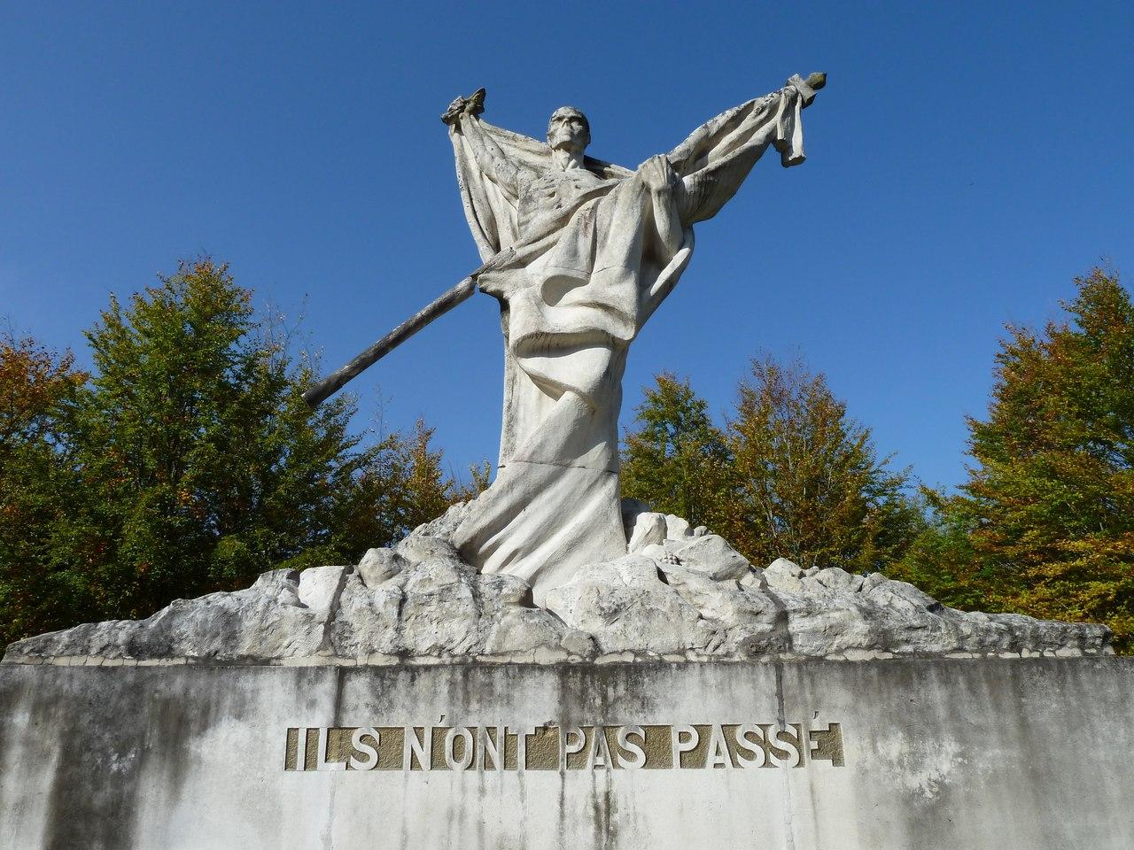 """""""Они не прошли"""" Памятник французской 69 дивизии под Верденом."""