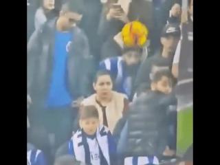 Когда не смотришь футбол, а щелкаешь лицом.