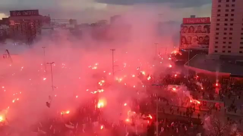 Pologne: Fête de l'indépendance 11-11-17, des milliers de polonais manifestent, avec fierté, leurs racines, leur identité