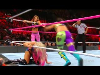 WWE.RAW.2017.10.16. Alexa Bliss  Emma vs. Bayley  Mickie James