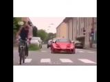 Спорткар с педалями от велосипеда