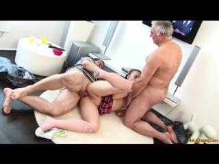 Отец с другом трахнули дочку. порно секс инцест видео групповуха молоденькая и старый