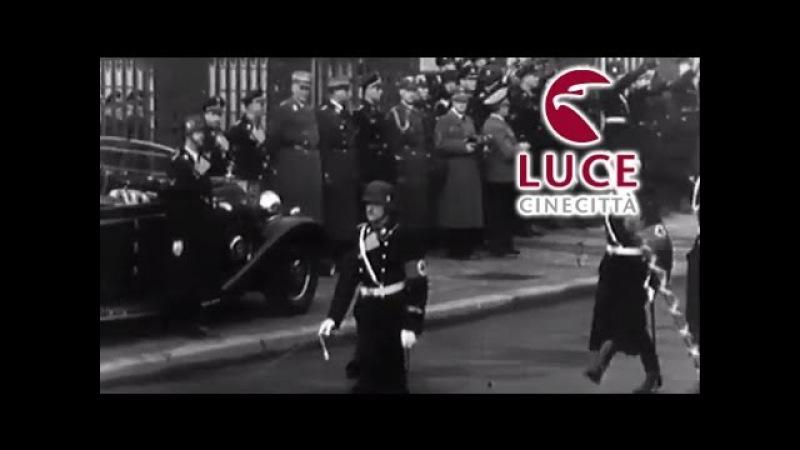 Sfilata militare hitleriana davanti al Fuhrer.