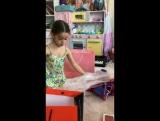 Маруся Будагова (Бородина) распаковывает подарки