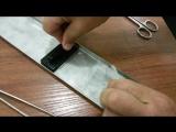 Криминалисты снимают отпечатки пальцев со смятого скотча