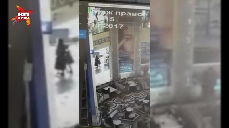 В Грозном четырехлетний ребенок выжил после падения с третьего этажа торгового центра