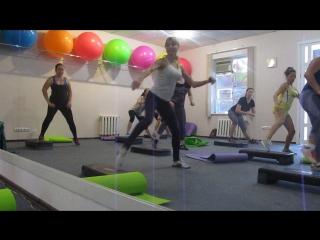 силовая часть: ногипресс . небольшой эпизод тренировки!студия фитнеса