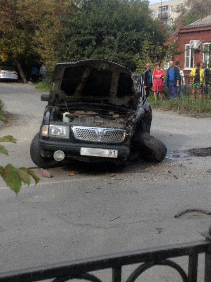 В Таганроге «Волга» столкнулась с эвакуатором, один пострадавший