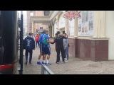 Болельщики делают селфи с игроками сборной России