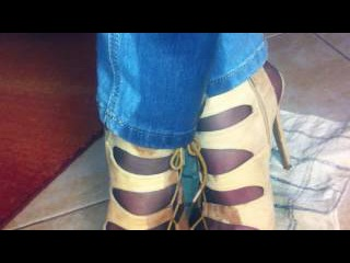 pipi jeans et sandales